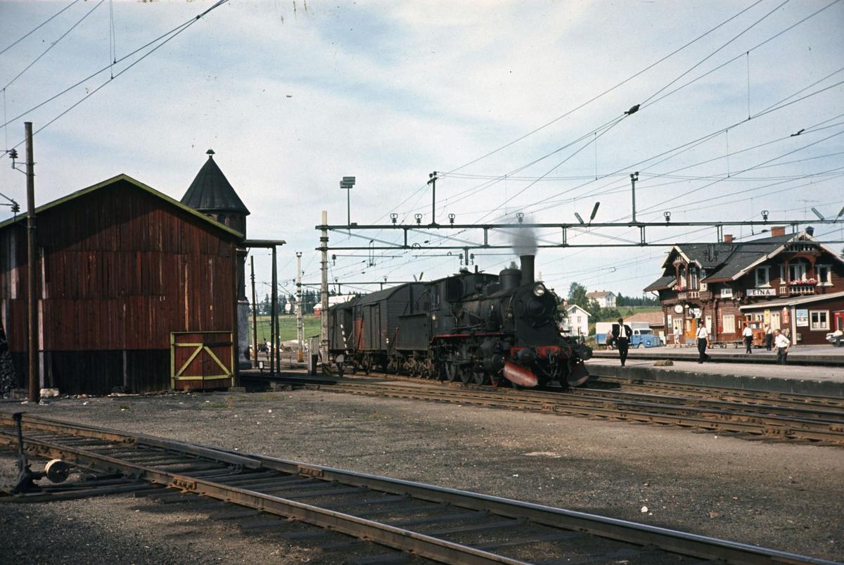 Godstoget fra Skreia har ankommet Eina stasjon