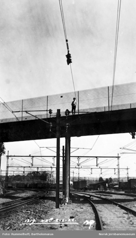 Drammenbanens elektrifisering : kontaktledningsanlegget ved innkjøring mot Oslo Vestbanestasjon