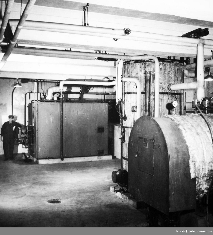 NSB Verkstedet Narvik : kjelrom med maskinarbeider Kristen Hansen