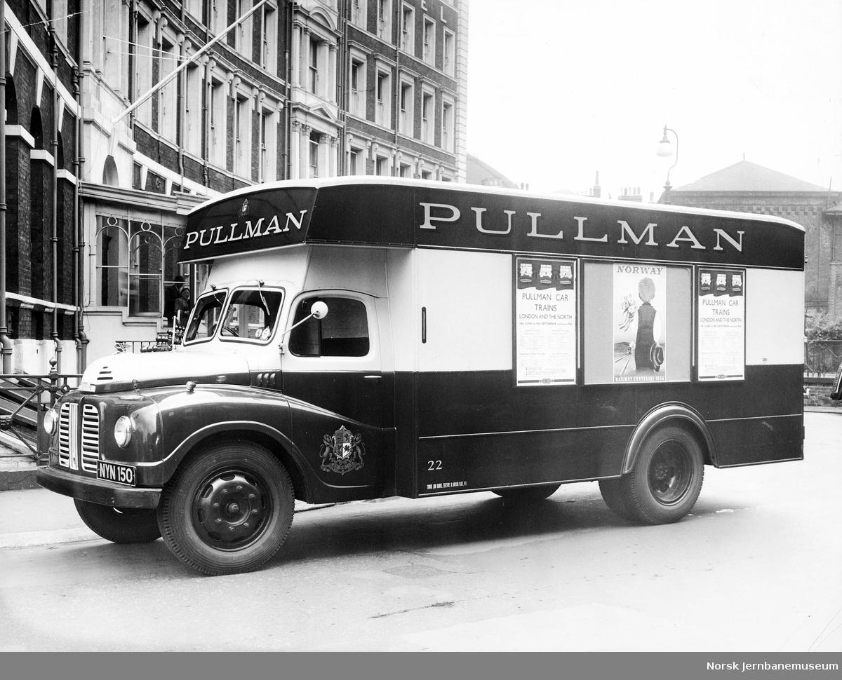 Reklame for NSBs 100 års-jubileum på varebil fra Pullman-selskapet i London