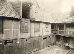 Brugata 6, Oslo. Gårdsrommet med uthus.