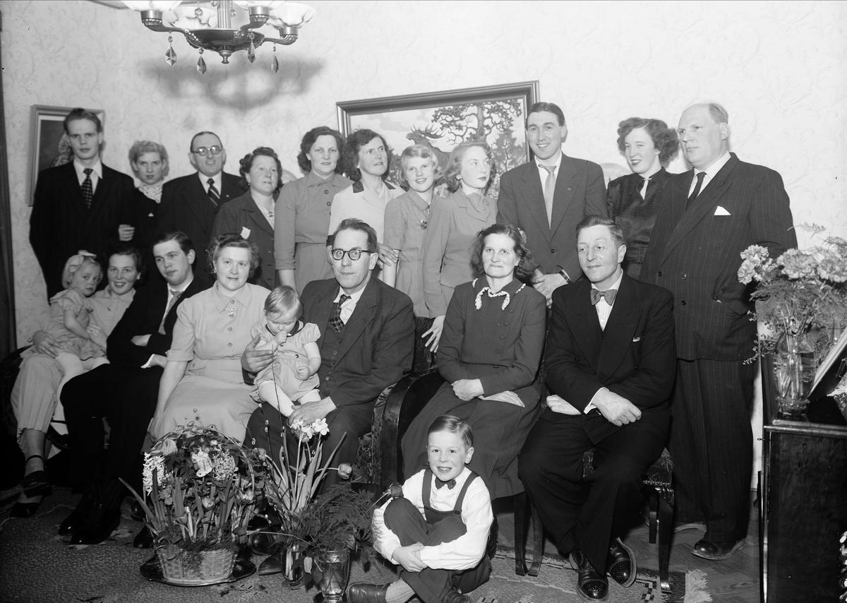 Födelsedagsporträtt - Ericksson med släkt, Ingvarsgatan 79, Uppsala 1952