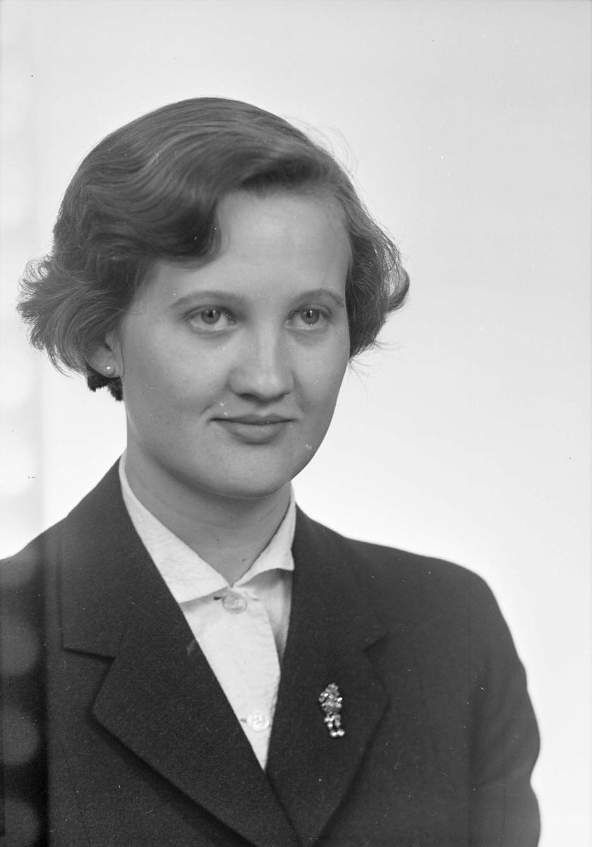 Ateljéporträtt - Anna Maria Herozelli, Artillerigatan 12 F, Uppsala 1954