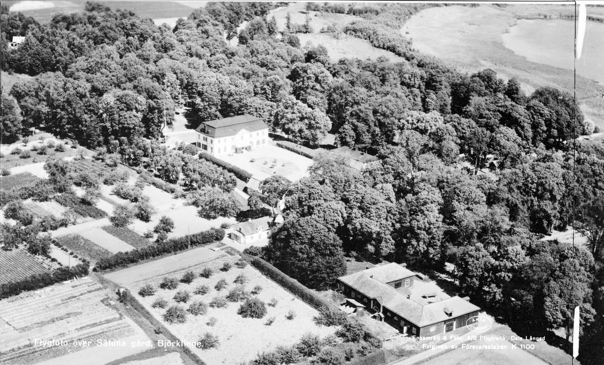 Flygfoto över Sätuna gård, Björklinge socken, Uppland 1947