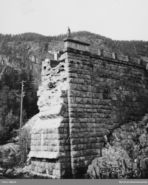 Svenkerud bru : brukar etter krigsskadene i april 1940