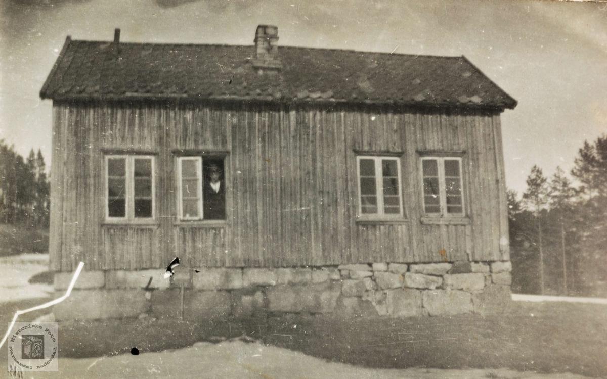 """Truleg huset i """"Bakken"""" på Sveindal som var ein husmannsplass."""