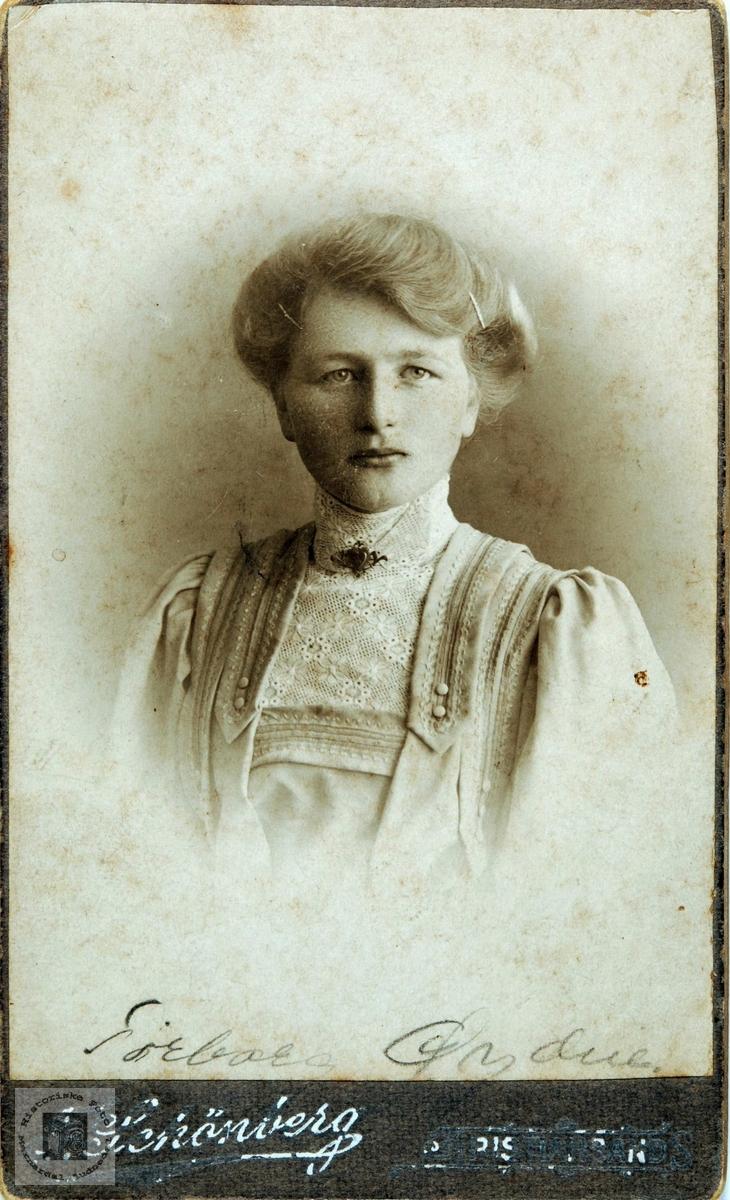 Portrett av Torborg Øydna fra Øvre Øydna i Grindheim.