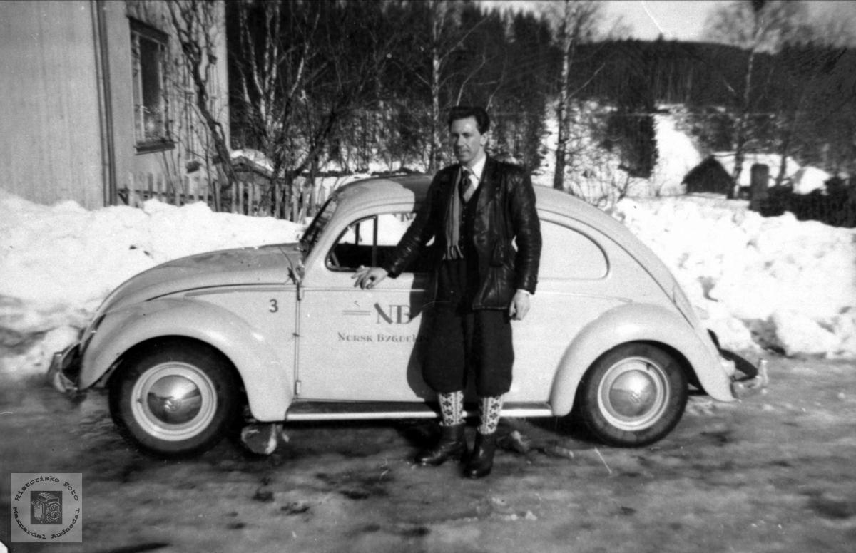 Portrett av Hans Bråten og bilen, Laudal.