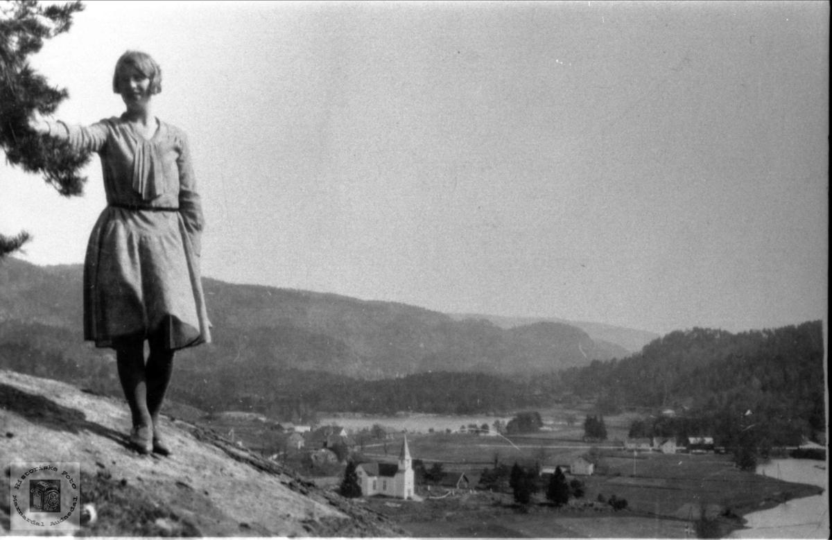 """""""Oppå fjellet"""", ei av jentene i Verdalen, Laudal."""