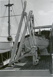 Livbåt på dekk på passasjer- og lastebåten M/S Hai Lee, B/N