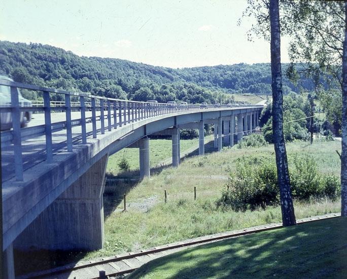 """Enligt AB Flygtrafik Bengtsfors: """"Munkedal viadukt Bohuslän""""."""