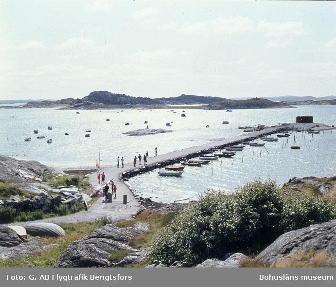 """Enligt AB Flygtrafik Bengtsfors: """"Jörlanda Hakefjorden stranden Bohuslän""""."""
