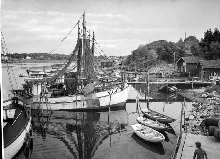 """Enligt AB Flygtrafik Bengtsfors: """"Rossö hamnparti""""."""