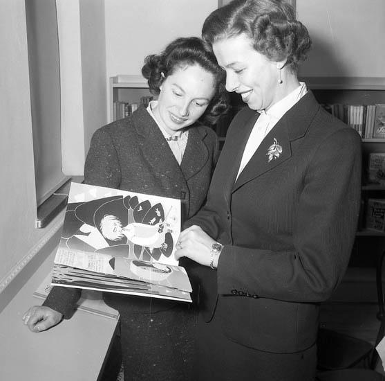 "Enligt notering: ""U-a Bibliotek nov 1955""."