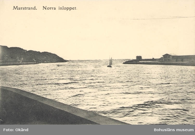 "Tryckt text på kortet: ""Norra Inloppet, Marstrand."""