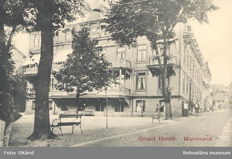 """Tryckt text på kortet: """"Marstrand. Grand Hotell.""""  ::"""
