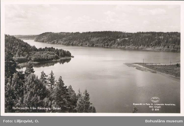 """Tryckt text på kortet: """"Bullaresjön från Ramberg, Östad."""" """"Förlag: O. & S. Helgen. Bullaren."""""""