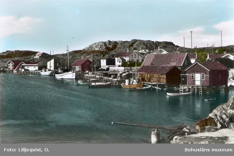 """Tryckt text på kortet: """"Hamnen, Bleket."""" Noterat på kortet: """"Bleket Stenkyrka Sn. Tjörn."""" """"17 Juli 1955."""""""