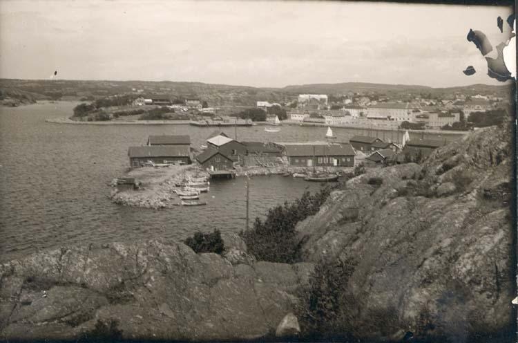 """Noterat på kortet: """"Strömstad. Torskholmen."""" """"Foto Nord. Konst."""""""