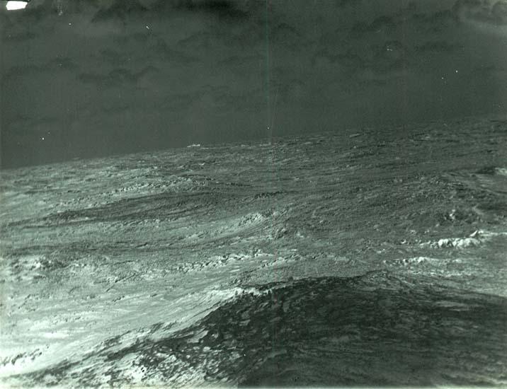 """Enligt text som medföljde bilden: """"Ångare i hög sjö."""" ::"""