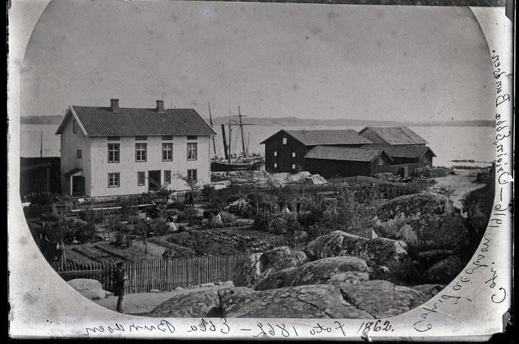 """Enligt text som ristats i emulsionen: """"Nr. 45 fot. år 1862 foto 1862 Ebba Bundsen cop. Jacobson. Origin. Ebba Bundsen."""""""
