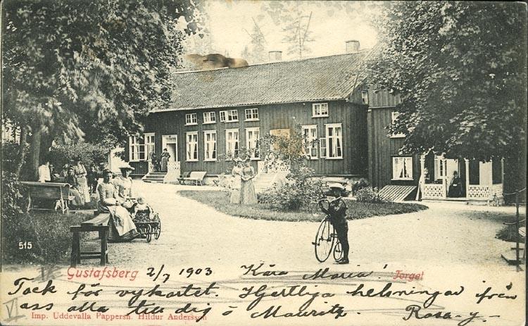 """Tryckt text på vykortets framsida: """"Gustafsberg,Torget."""" ::"""