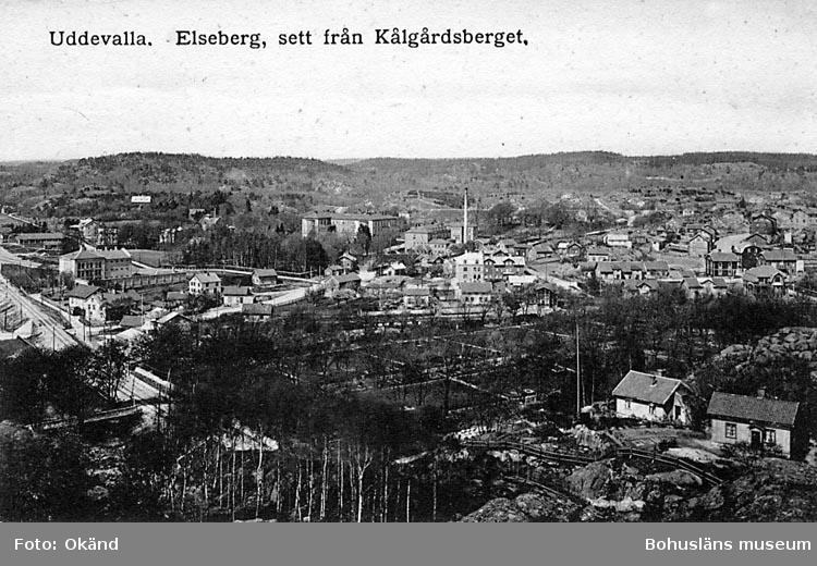 """Tryckt text på vykortets framsida: """"Uddevalla, Elseberg, sett från Kålgårdsberget."""""""