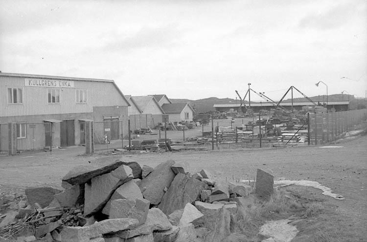 """Enligt fotografens notering: """"Kullgrens stensliperi, anlägg. Kungshamn""""."""
