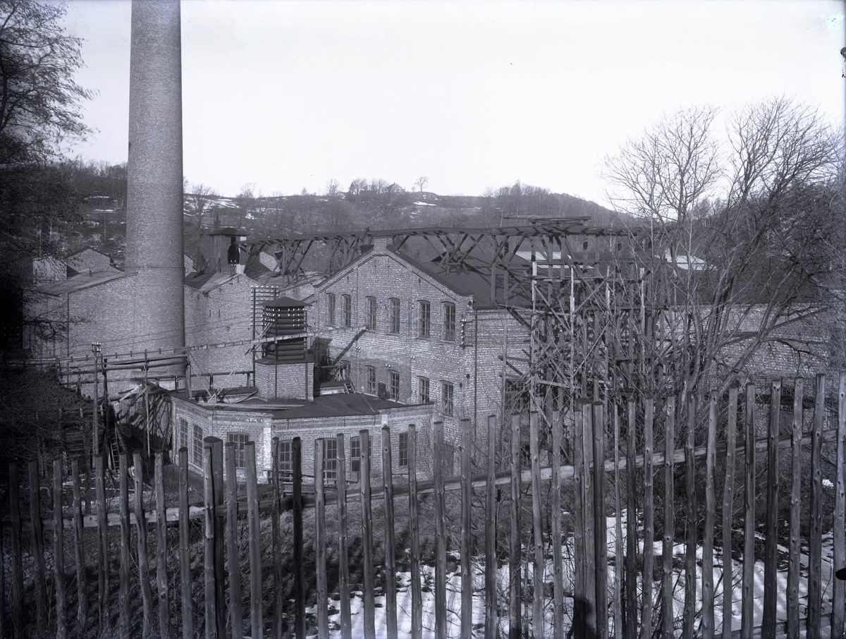 """1922. Munkedals fabrik. Delar af Munkedals fabrik."""