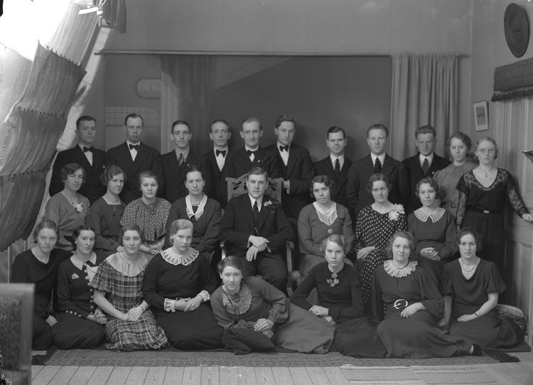 """Text som medföljde bilden: """"1936. 18. Sångkören Foss. Kantor Wrahme."""""""