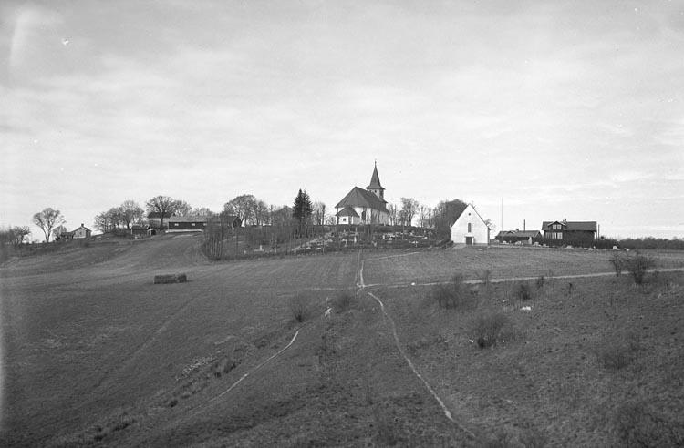 """Enligt fotografens noteringar: """"1936. 70. A. B. bild No. 1. Foss Kyrka från K......källa? Grafkapellet Foss Kyrka""""."""