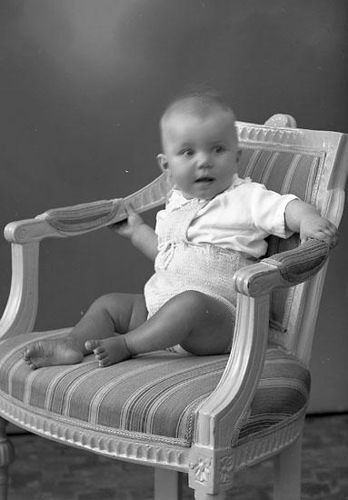 """Enligt fotografens journal nr 8 1951-1957: """"Berg, Hellen Talludden Här""""."""