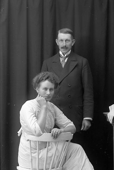 """Enligt fotografens journal Lyckorna 1909-1918: """"Dahlberg, Herr Lyckorna""""."""