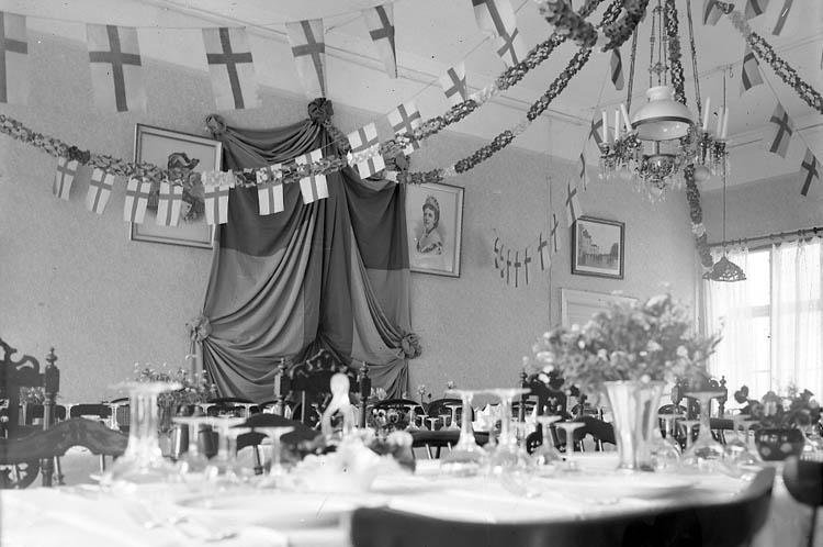 """Enligt fotografens journal nr 5 1923-1929: """"Melander, Kyrkoherde Installation i Kungälv""""."""