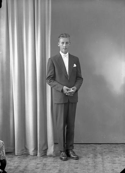 "Enligt fotografens journal nr 8 1951-1957: ""Hake, Eskil Kolugneröd Svanesund""."