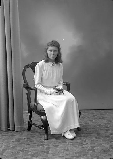 """Enligt fotografens journal nr 6 1930-1943: """"Holmer, Fr. Ingegerd Björkbacken Ödsmål""""."""