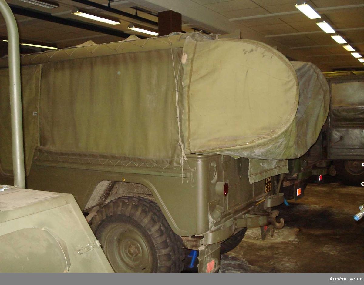 Fabrikat; typ och modell: Volvo L 3314 A PU/1966.  Utrustad med utskjutningsanordningar och hållare för styrutrustning till RBS 52. Se tekniska data, Motorfordonsbok.   Följande tillbehör påträffades 1991-03-01: - Beskrivning del 1 + tillägg t pvrbtgb 9032; - Motorfordonsbok  - Batteri 12 V 57AH, M2672-101010; - Domkraft 0, 6T Spec; M6296-013010; - Dragtapp F7050-633601; - Dunkslang 20 M1760-800510;;                - Etui för glödlampor; - Glödlampor 5 st  - Glödlampa M2731-106412; - Glödlampa M2731-262845;  - Säkring M2486-840766;  - Säkring M2486-840079;  - Fettspruta 400 cc M6458-018010;  - Huggyxa M6311-003000;  - Hylsgrepp 19,5-21 F7050-210107 ;  - Vridpinne F7050-210082;  - Hänglås 40 mm M1671-004010;  - Lysplatta 3 st M2760-001010;  - Reservhjul 8.90 - 16; M1638-403610; - Däck 8.90 -16/4T; - Slang 8.90 - 16 ; - Skivhjul 1696; - Sladdlampa 10 M; - Fodral; - Glödlampa; - Röd kåpa ; - Teckenvisare; - Verktygsväska; - Isolerband; - Huggmejsel; - Kryssvinkelmejsel; - Krysspårmejsel 1x7x150; - Nyckel; - Skiftnyckel nr 70; - Skiftnyckel nr 31; - Tappnyckel 13,4; - Brännartång 200; - Kombtång 175 mm  - Penhammare 0,5 kg; M6210-005000; - Dunk 20 L; - Snöskyffel; - Robotkabel; - Styrkabel