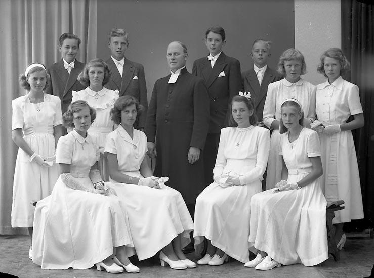 """Enligt fotografens journal nr 7 1944-1950: """"Privat konf. Pastor Hjalmarsson""""."""