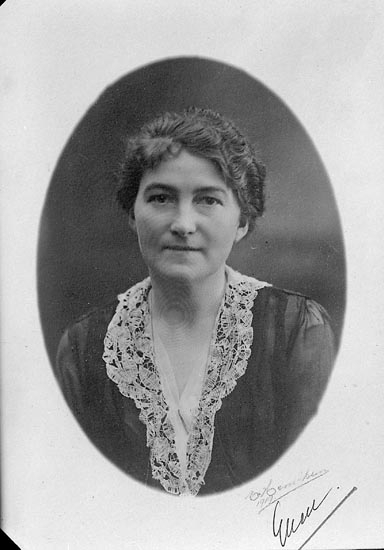 "Enligt fotografens journal nr 5 1923-1929: ""Parker, Fru Ellen Här kopia""."
