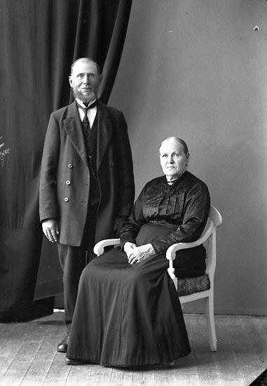 """Enligt fotografens journal nr 4 1918-1922: """"Lindqvist, C. A. Här""""."""