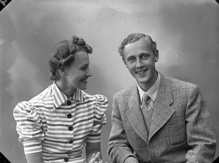 """Enligt fotografens journal nr 6 1930-1943: """"Eriksson, Herr Sture Stenungsund""""."""