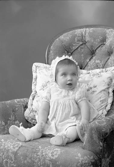 "Enligt fotografens journal nr 8 1951-1957: ""Johansson, Herr Sven, Högenorum Stenungsund""."