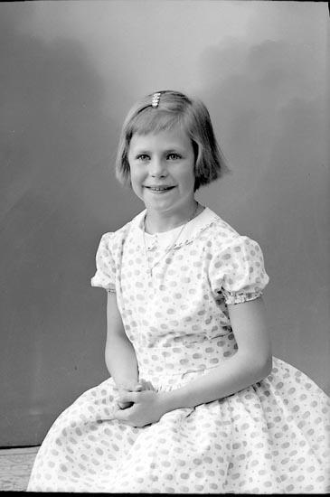 "Enligt fotografens journal nr 9 1958-: ""Adielsson, Asta Håby Kode""."