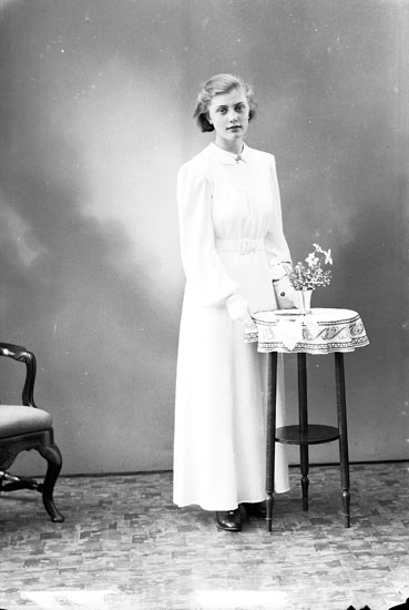 """Enligt fotografens journal nr 6 1930-1943: """"Kjellberg, Britt Furufjäll Här""""."""