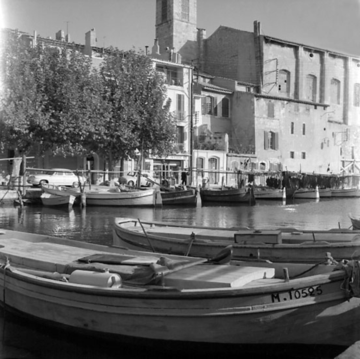 30. Frankrike. Fotojournal finns på B.M.A. + fotoalbum. Samtidigt förvärv: Böcker och arkivmaterial. Foton tagna 1959-11-06. 12 Bilder i serie.