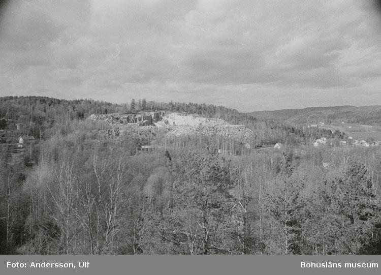 """Bohusläns samhälls- och näringsliv. 2. STENINDUSTRIN. Film: 8  Text som medföljde bilden: """"Översikt: Liabrottet: 0. April -77."""""""
