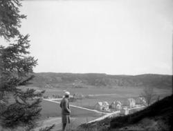 """Enligt senare noteringar: """"Brodalens samhälle 1930""""."""