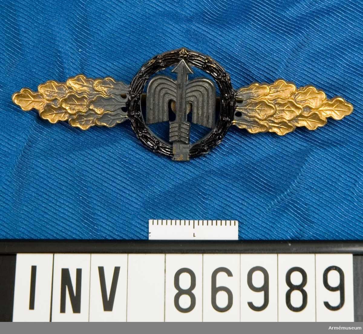Utmärkelsespänne för tyska luftwaffe instiftat 1942.