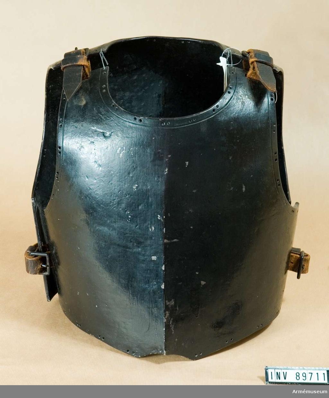 Grupp D IV.  Svartmålad kyrass bröst för kavalleriet.1650-1700.