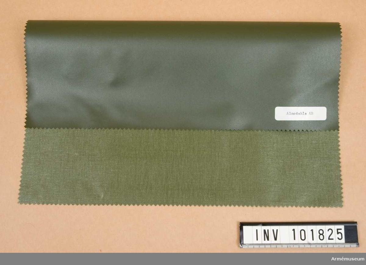 Från FMV. 10 st prover. 6 st av grövre, gummibelagd väv. 4 av tunnare kvalitet lika med AM 6809.